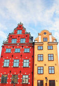 Red and Yellow iconic buildings on Stortorget — 图库照片