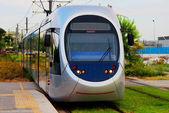 现代轻型电动有轨电车上移动,雅典,希腊 — 图库照片