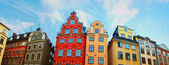 Red and Yellow iconic buildings on Stortorget, a small publicsquare in Gamla Stan, the old town in central Stockholm, Sweden — Стоковое фото