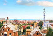 Ceramic mosaic Park Guell in Barcelona, Spain. Park Guell is the famous architectural town art designed by Antoni Gaudi and built in the years 1900 to 1914 — Stock Photo