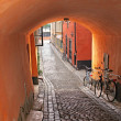 Vaulted entrance to a medieval alley in Stockholm — Stock Photo