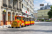 Sightseeing car train  in the center of Lviv, Ukraine — Stockfoto