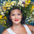 Woman wearing a crown of flowers — Stock Photo