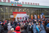 January 11, 2014, Saratov, Russia. Meeting the Olympic Torch Relay Sochi 2014 at the railway station — Stock Photo
