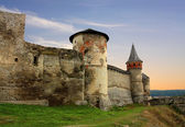 Citadel wall and fortress tower of ancient bastion — Stock Photo