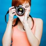 Frau Fotograf mit Kamera — Stockfoto