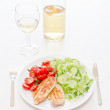 Fresh salad with chicken breast,lettuce and tomatoes — Stock Photo #28752983
