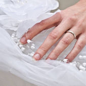 Wedding ring on bride hand — Stock Photo