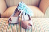 Elegant white wedding shoes — Stock Photo