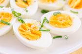 Gekookte eieren op plaat — Stockfoto