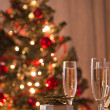 A decorated christmas dining table with champagne glasses  — Стоковая фотография