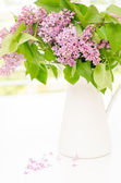 Mooie bos van lila in de vaas — Stockfoto