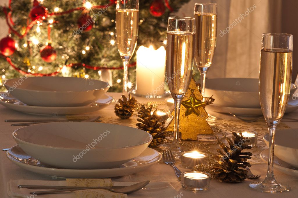A decorated christmas dining table with champagne glasses  : depositphotos28762957 stock photo a decorated christmas dining table from depositphotos.com size 1024 x 680 jpeg 98kB