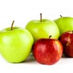 孤立在白色背景上的红色和绿色苹果 — 图库照片 #28776259