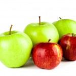 rode en groene appel geïsoleerd op witte achtergrond — Stockfoto #28776331