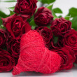 Valentine' s background- bunch of roses and heart — Stock Photo