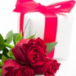 Valentine' s background- bunch of roses and present — Stock Photo