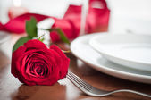 Romantic dinner setting with a rose and champagne glasses — Stock Photo