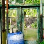 在花园里的木桶 — 图库照片