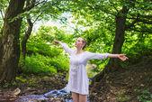 Free Happy Woman Enjoying Nature. Beauty Girl Outdoor. — Stock Photo