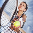 Beautiful young girl rests on a tennis net — Foto de Stock