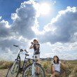 Two pretty girls on bike tour — Stock fotografie
