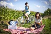 Two pretty girls make a picnic — Stock Photo