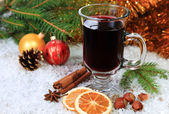 Mulled wine in the snow — Stock Photo