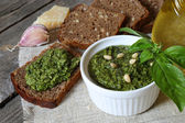 Italian pesto sauce and rye toast  — Stockfoto