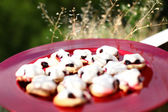 French cookies sable with meringue & currants — Stock fotografie