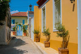 Traditional colorful street in Plaka, Athens — Stock Photo