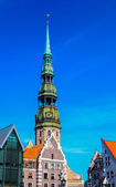 Old city in Riga with Saint Peter's church — Stock Photo