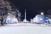 Freedom monument in Riga at winter night — Stock Photo