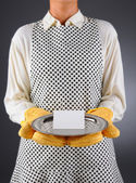 Homemaker Holding Tray with Blank Card — Stock Photo