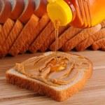 jordnötssmör och honung smörgås — Stockfoto