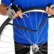 Cyclist Fixing Flat Tire - Foto Stock