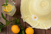 Fresh Squeezed Lemonade and Yellow Sun Hat — Stock Photo
