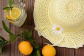 Fresh Squeezed Lemonade and Yellow Sun Hat — Stock Photo