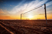 Volleyball net and sunrise on the beach — Foto Stock