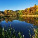 Mountain lake, autumn shot — Stock Photo #35083581