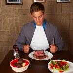Eat a beef steak — Stock Photo #17465389