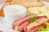 Salchichas con queso y tortilla — Foto de Stock