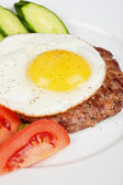Steak beef meat with fried egg — Stock Photo