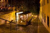 Tiro de noite funicular de gloria de lisboa — Fotografia Stock