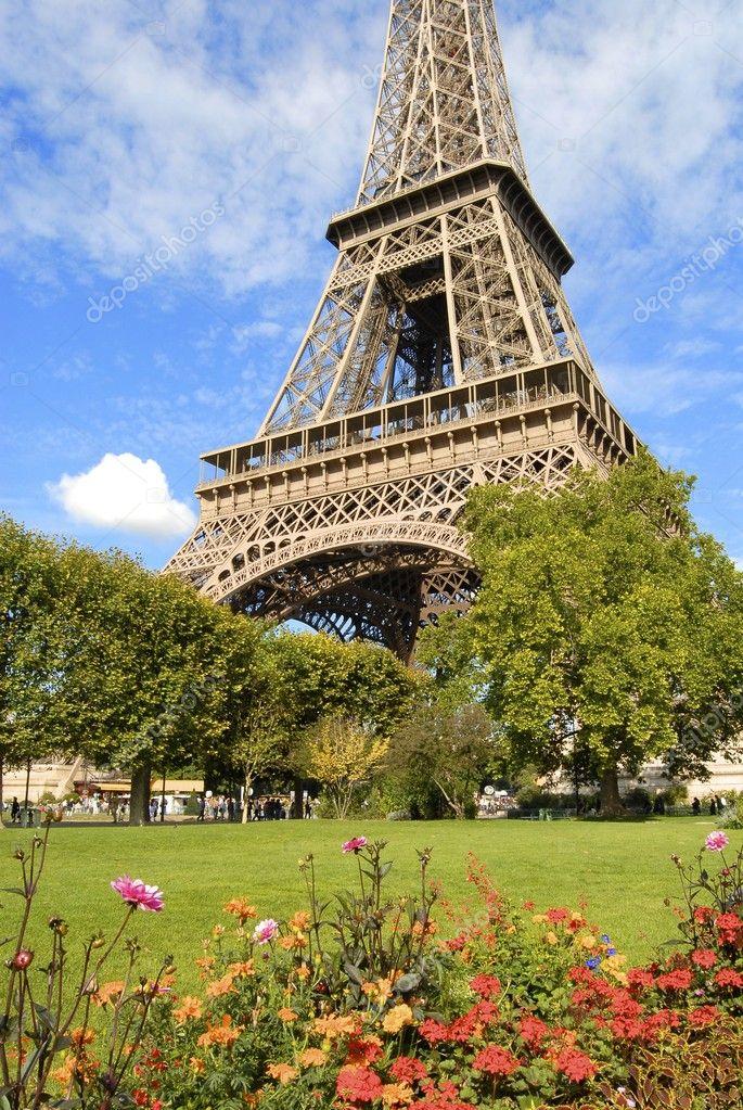 古风格背景-埃菲尔铁塔