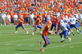 Clemson's Kyle Parker drops back to pass — Stock fotografie