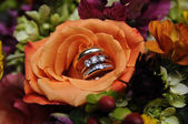 Wedding Bouquet With Rings — Stock Photo