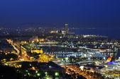 Ville de barcelone dans la soirée — Photo