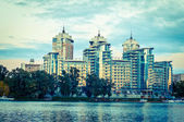 Good-looking building on the bank of the river — Stock Photo
