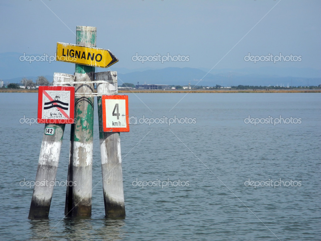The Marano Lagoon, contained between the last coastal point of Lignano Sabbiadoro and the Grado Lagoon. — Stockfoto #13366905